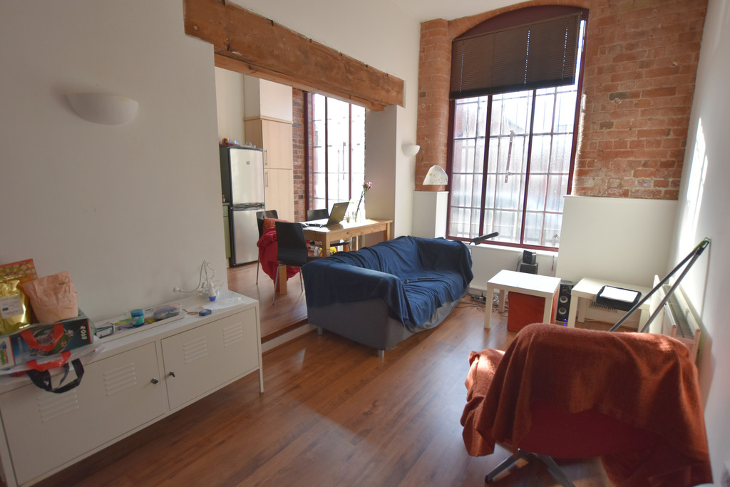 Large, modern 2 bed apartment