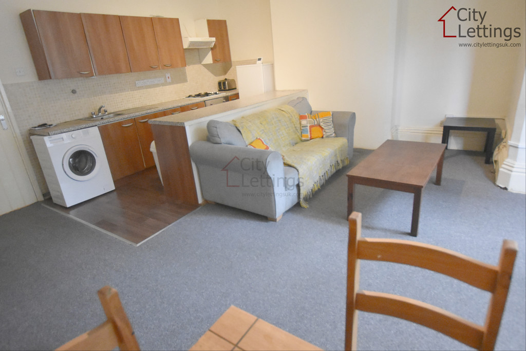 Large 2 double bedroom flat