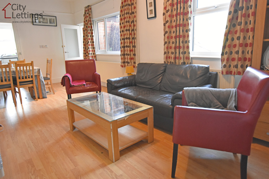 Very well presented 2 double bed flat