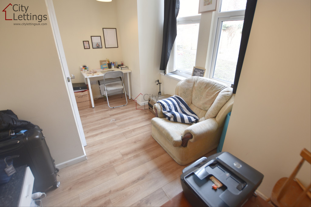 Self contained double bedroom flat