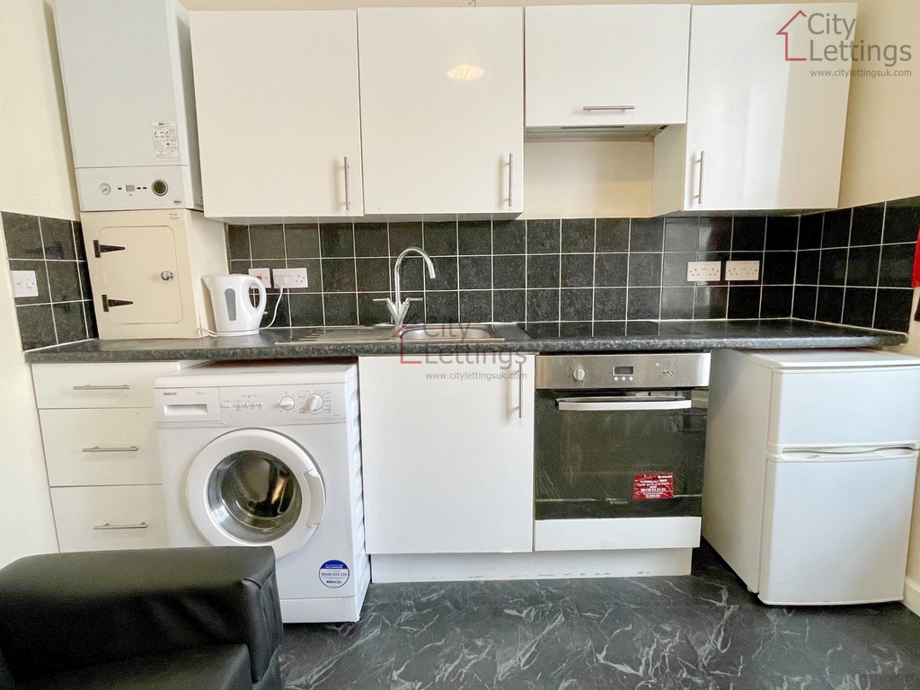 Modern self contained 1 bed flat