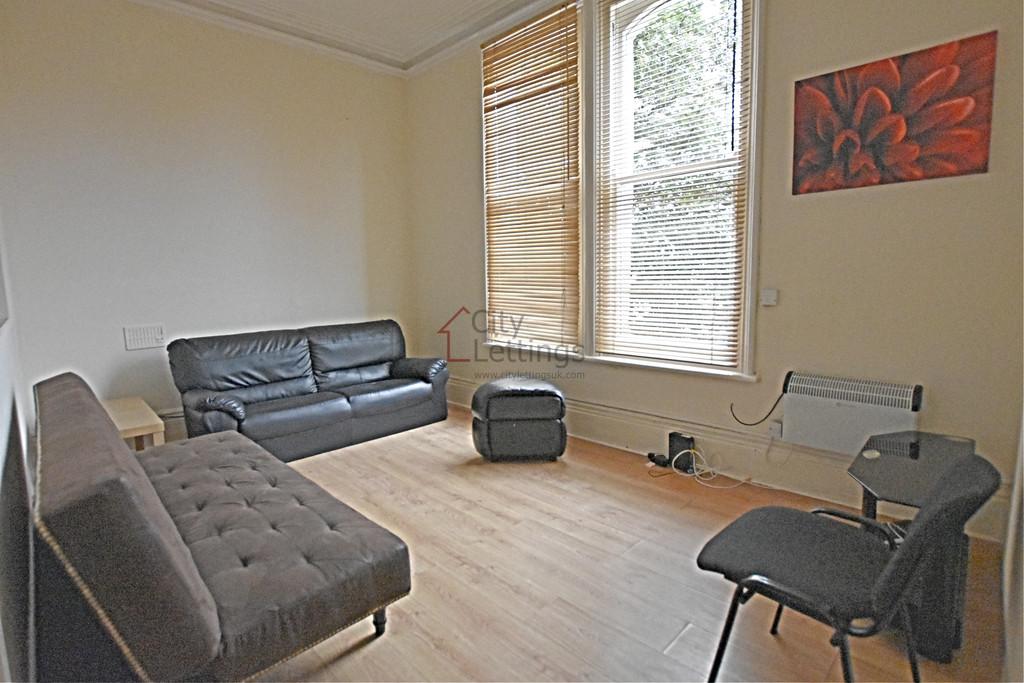 Good size double bedroom flat