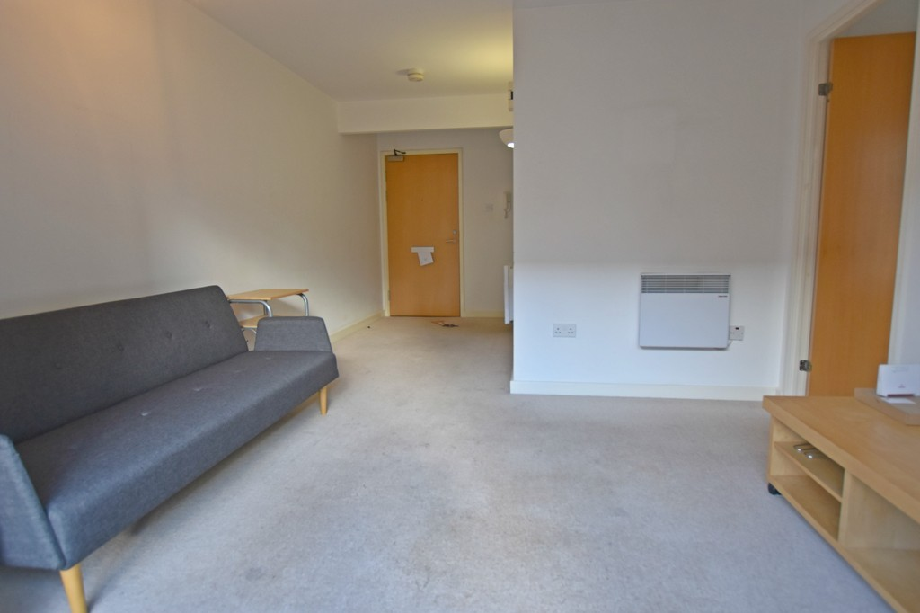 Good size modern double bedroom apartment