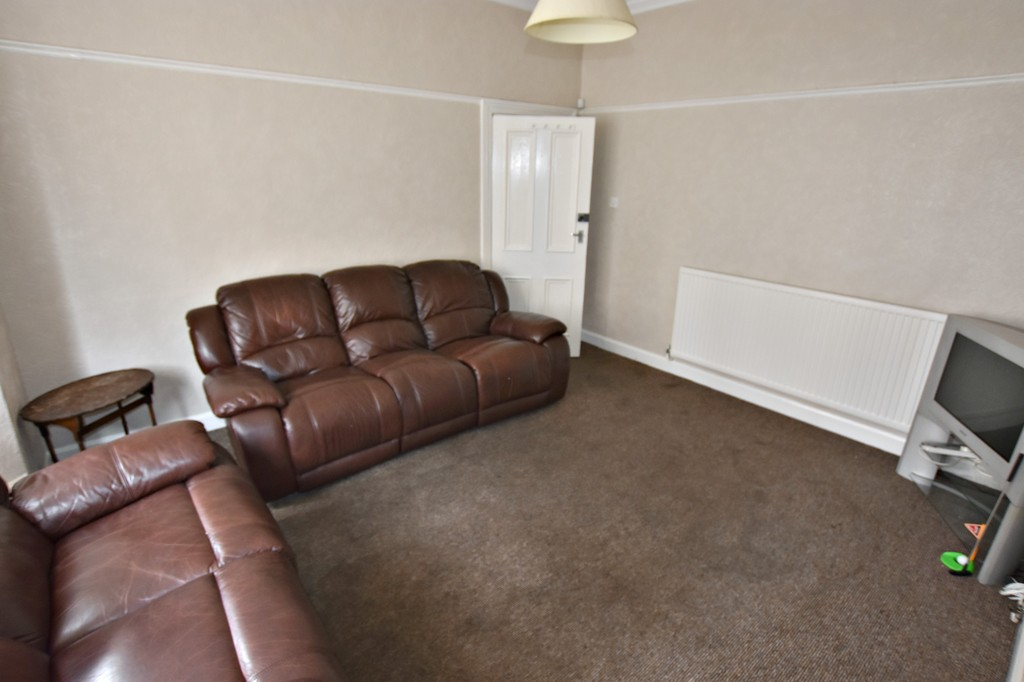 Exceptionally well presented 5 double bed house