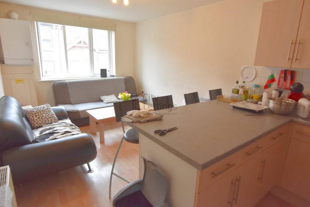 Modern 4 bedroom flat