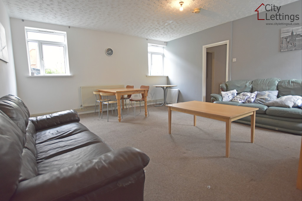 Newly renovated 3 bed flat