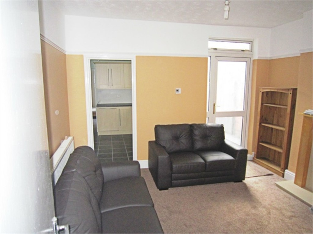 Ideally located 2 bed flat