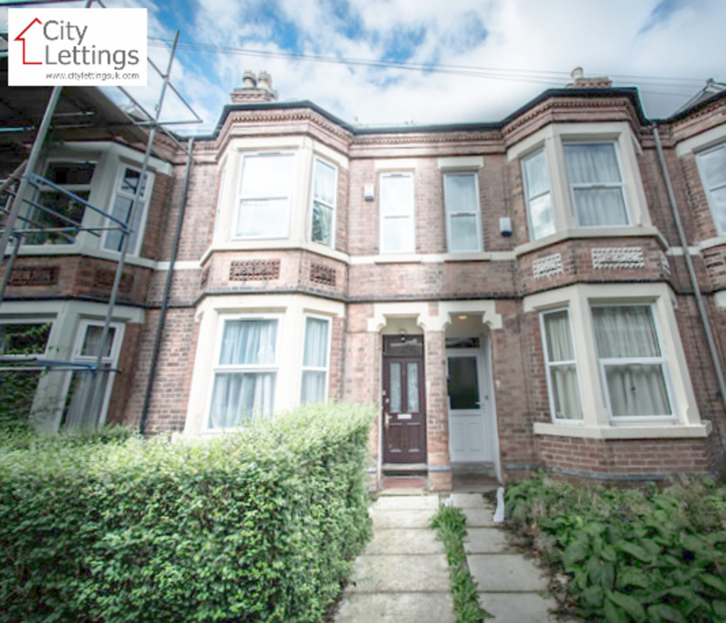 An ideally located 4 bed student house