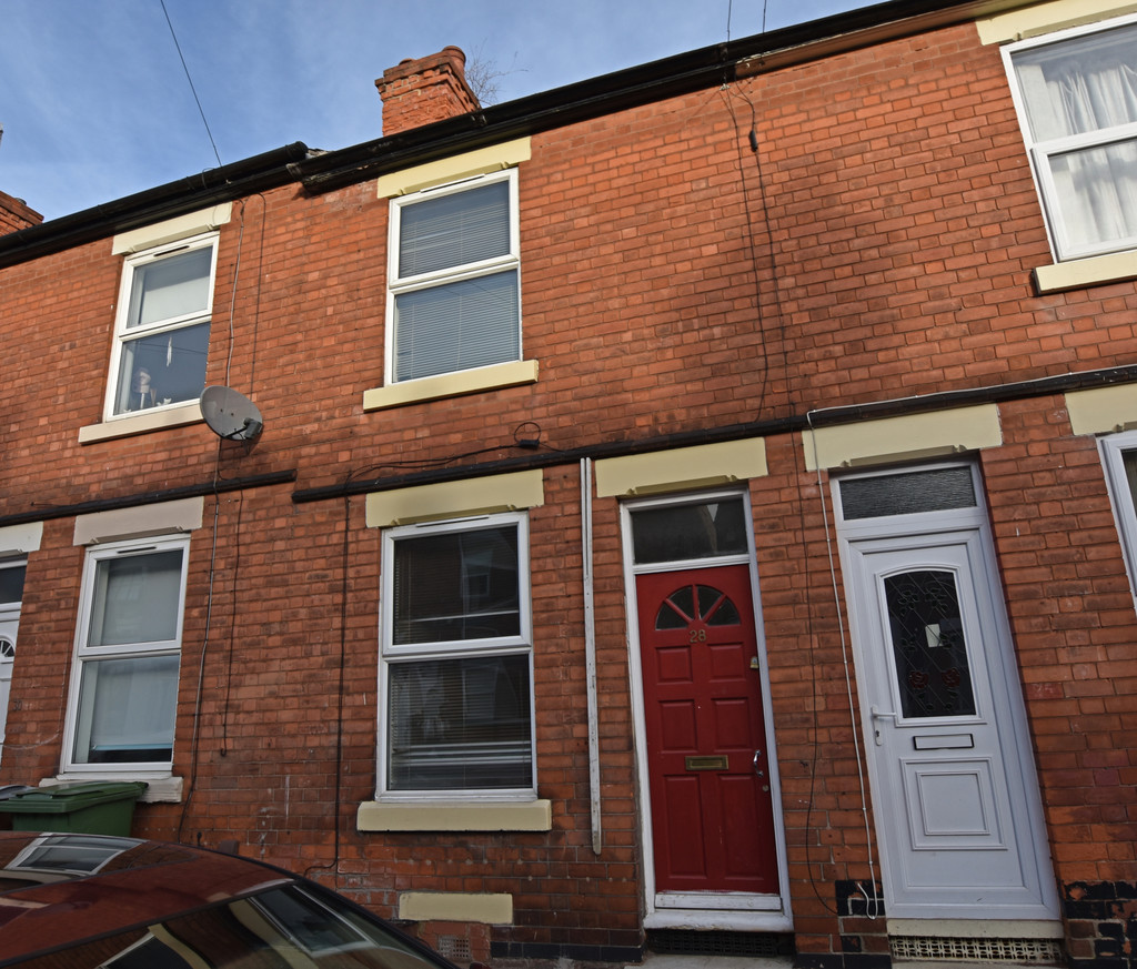 Well presented 2 double bed terraced house