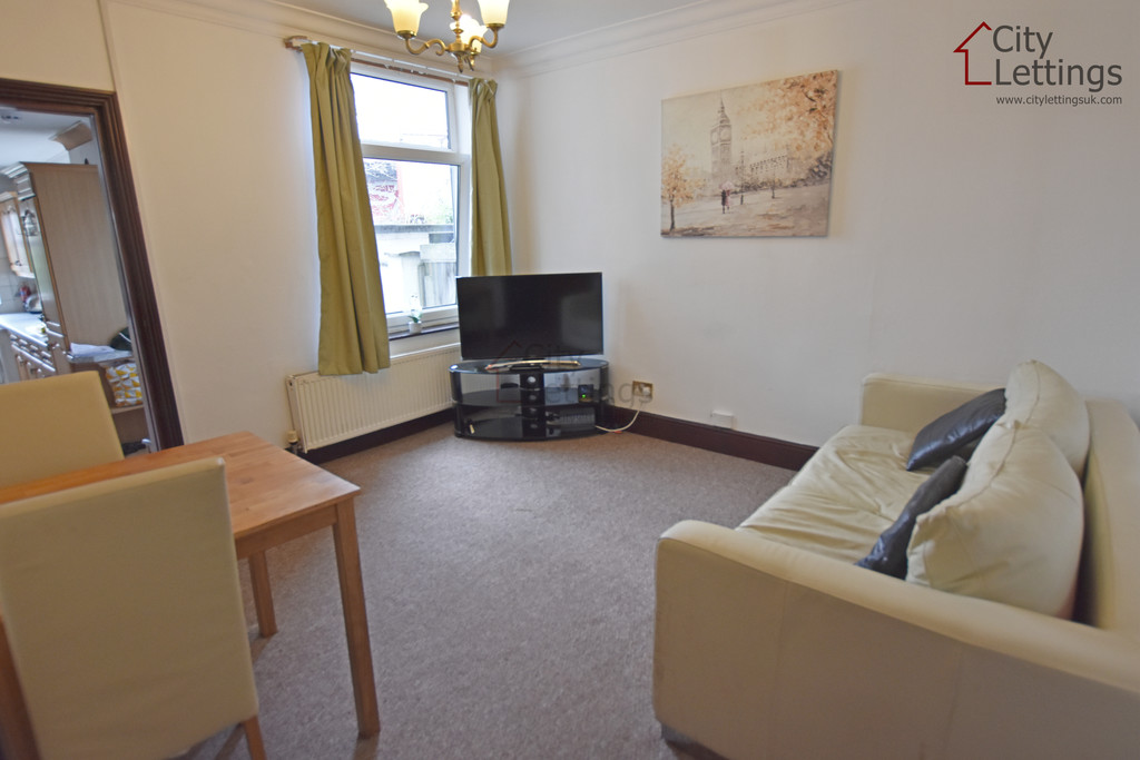 Very well priced 5 bed student house